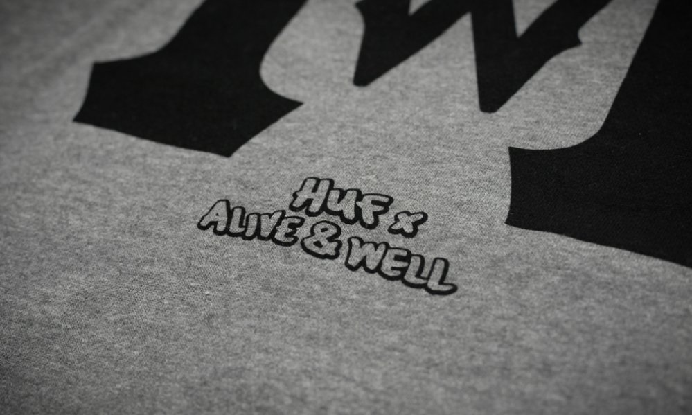 4_huf_alive_well_pullover_gunmetal_heather_detail