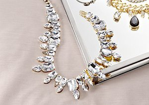 The Wedding Party: Jewelry for Guests