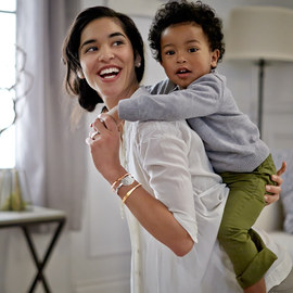 Celebrate Mom: Personalized Jewelry