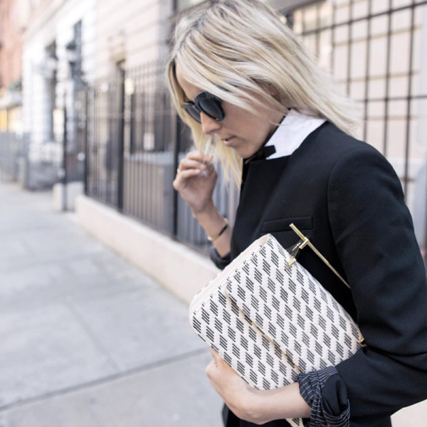439aea35079c1 The Zoe Report  6 Ways To Nail Comfy-Chic Airport Style