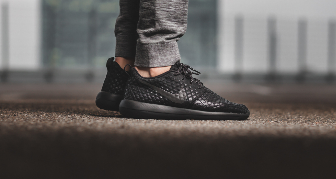 black nike roshe two nz