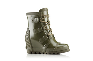 A short wedge rain boot.