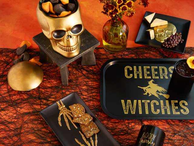 Black & Gold Halloween Entertaining ›