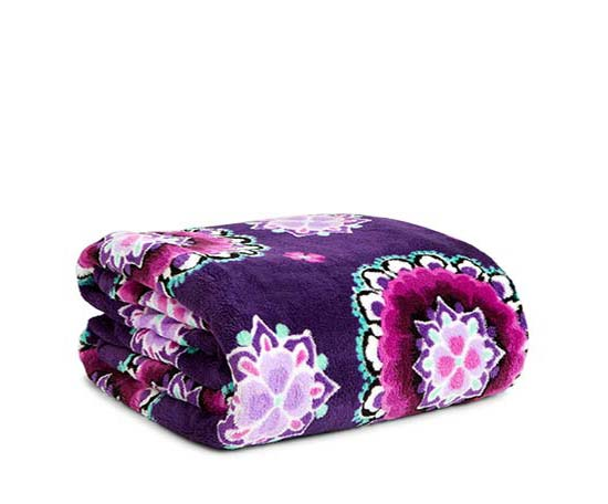 Throw Blanket in Lilac Medallion