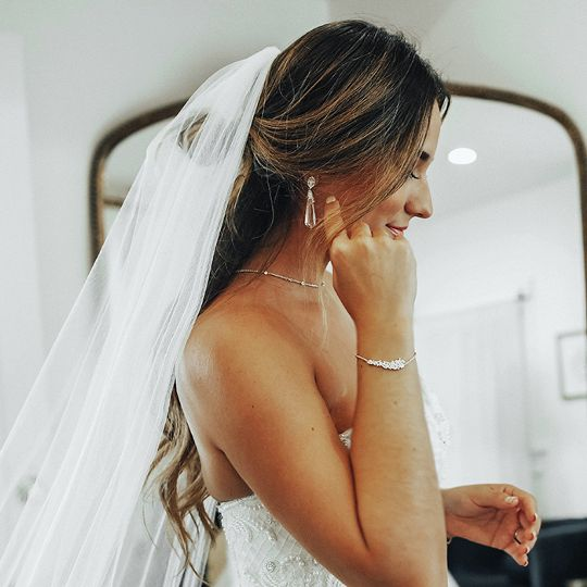 These Wedding Dress–and-Jewelry Combos Will Have You Skipping Down the Aisle