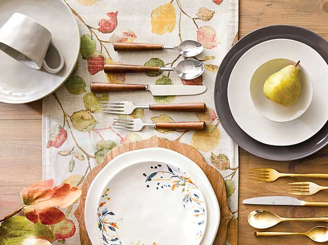 Save 20% All Open-Stock Dinnerware & Chargers ›