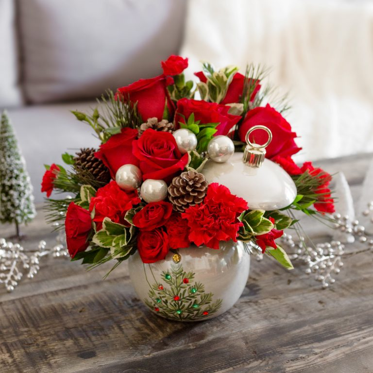 A Guide To Sending Holiday Flowers This Year