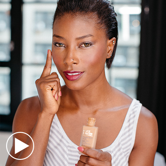 CUSTOM BEAUTY Blogger Deddeh Howard shows us how to create a polished, contoured look with  two complementary shades of foundation. WATCH NOW