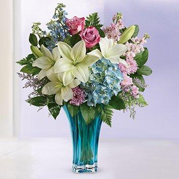 Telefloras Hearts Pirouette Bouquet