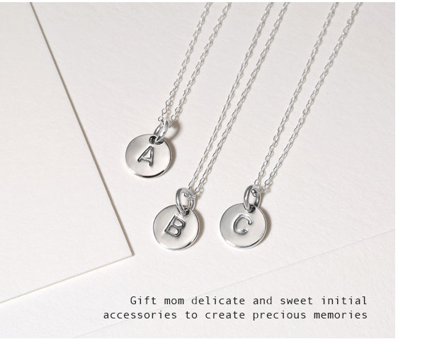 Gift mom delicate and sweet initial accessories to create precious memories