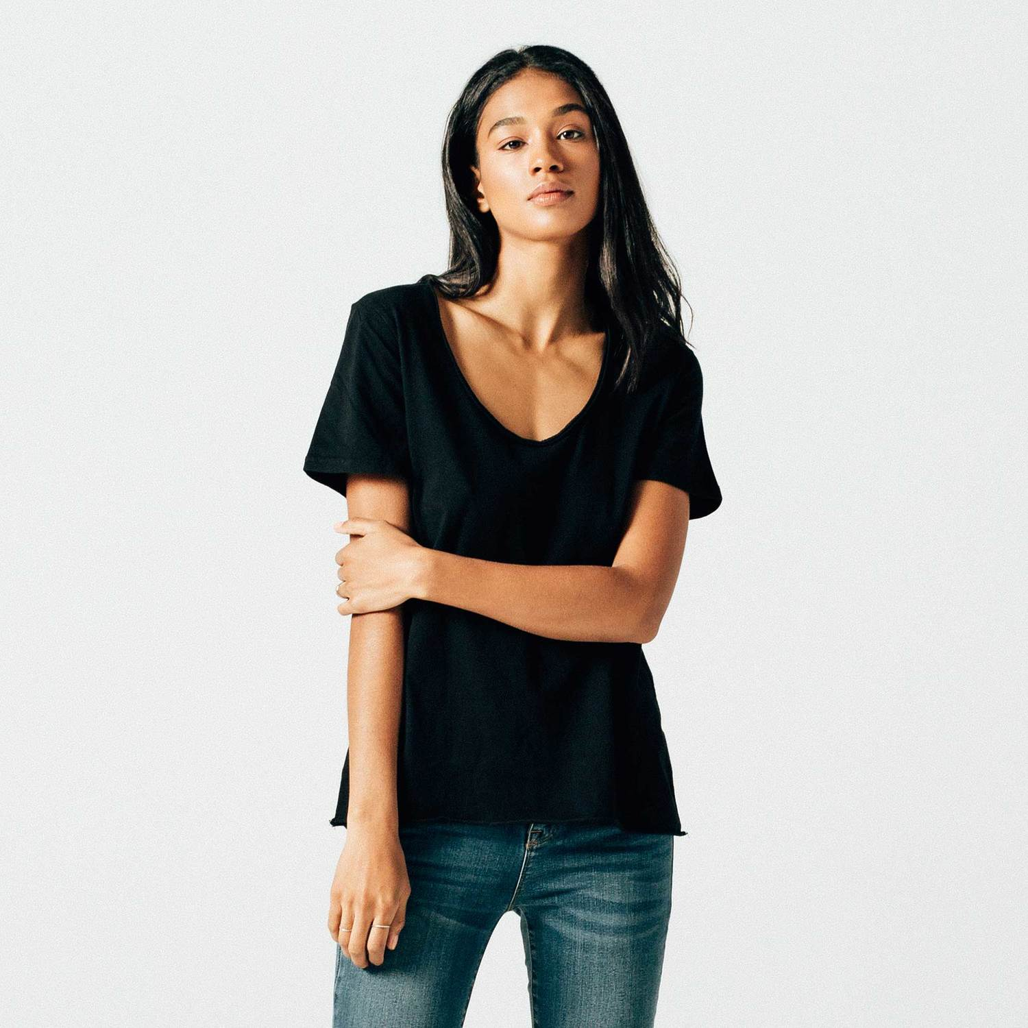 Loose Scoop Neck in Black
