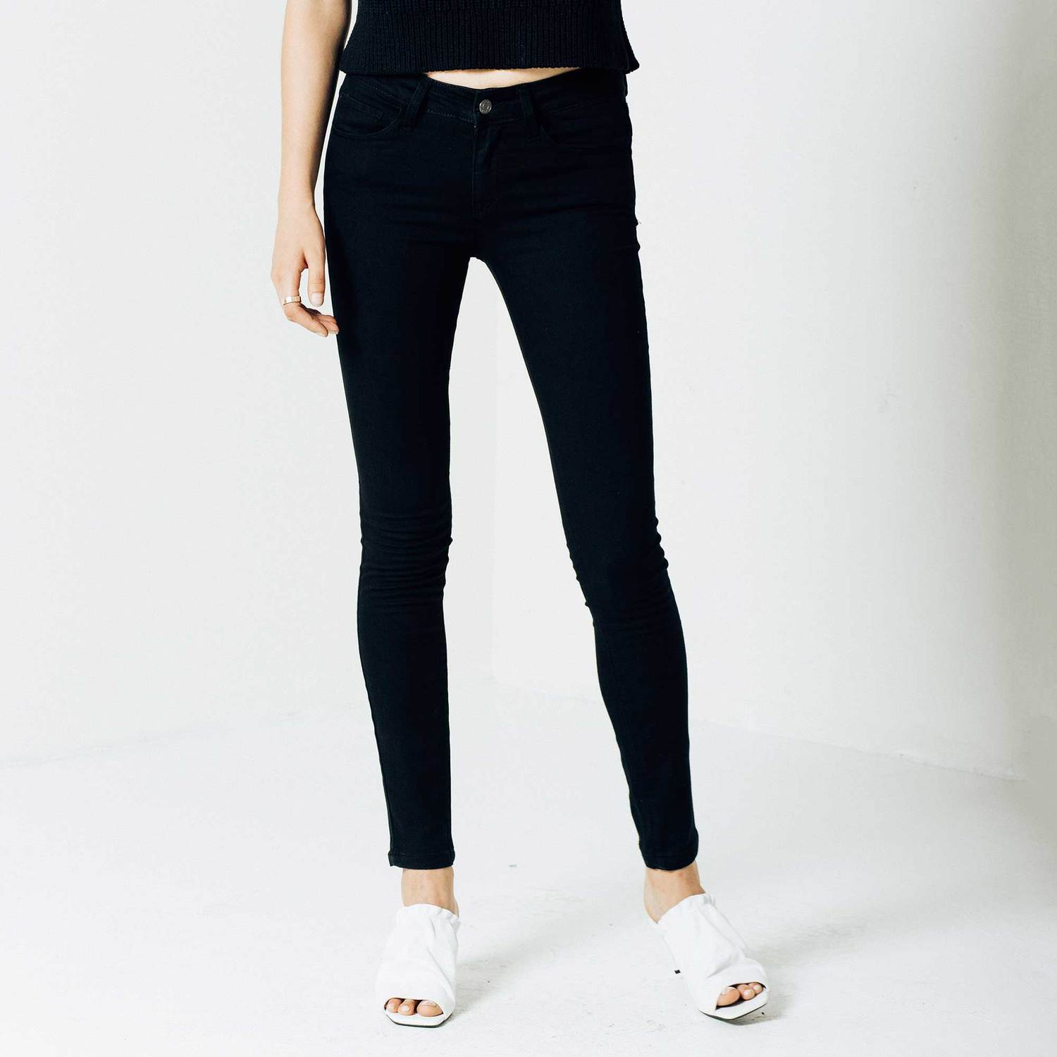 Mid Rise Skinny Jeans in Black Powerstretch