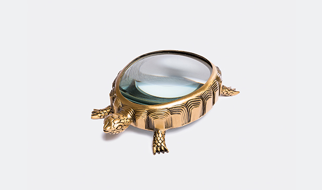 'Turtle' magnifying glass Designed by Elad Yifrach for L'Objet