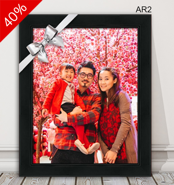 Family portrait photo in classic black frame AR2.