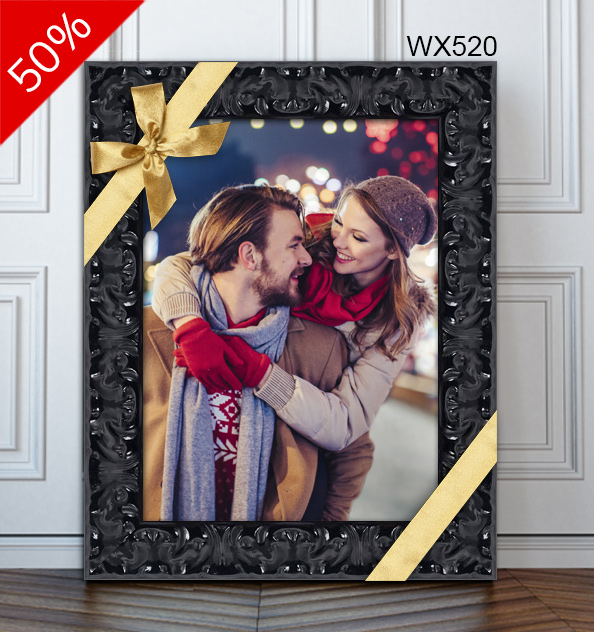 Photo of a couple in shiny black lacquer frame WX520.