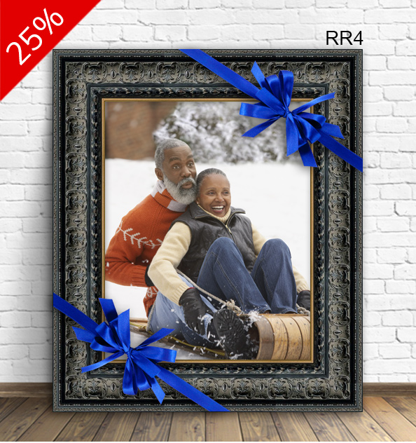 Cute photo of an elderly couple in ornate black frame RR4.