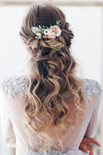 Flowers And A Veil With Down Hair I M Digging This Bride
