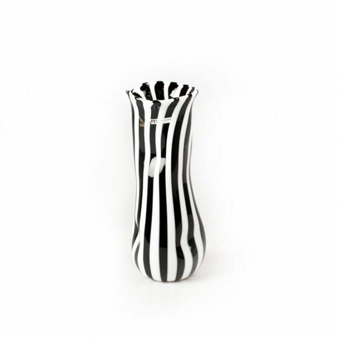 black-and-white-vase.jpg