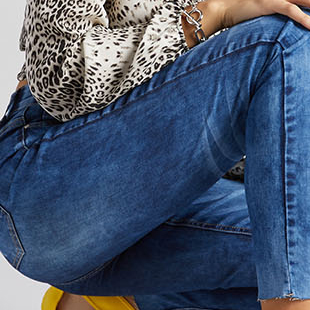 HIGH WAISTED DISTRESSED ACID WASH JEANS