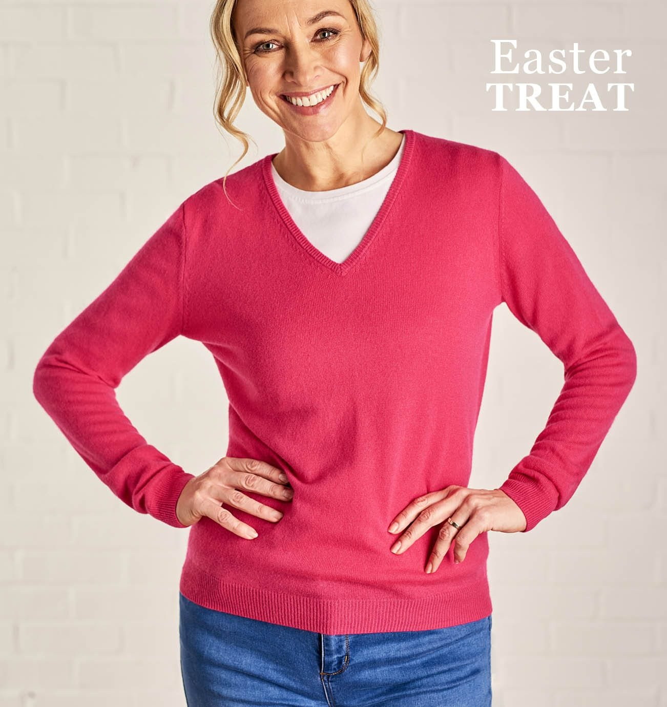 Womens Cashmere and Merino V Neck Knitted Sweater in Fuchsia Pink