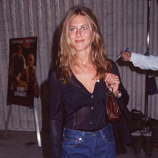 5 Basics Jennifer Aniston Has Been Wearing for 24 Years