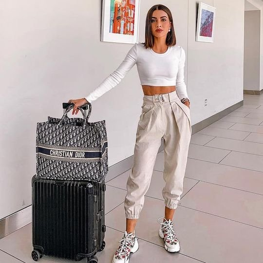 The 16 Items It Girls Always Wear to the Airport