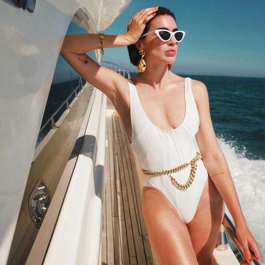 4 Swimsuit-Styling Hacks Fashion Girls Know
