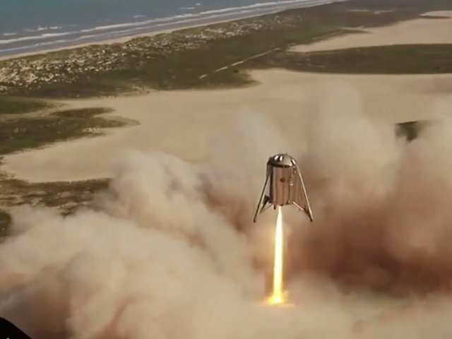 SpaceX's Starhopper rocket ship successfully launched on a 150-meter flight from South Texas