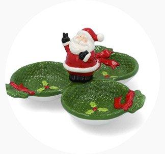 Botanero con tres platos contenedores verdes unidos por un Santa Claus decorativo en el centro. Pulsa aquí para comprar tu botanero