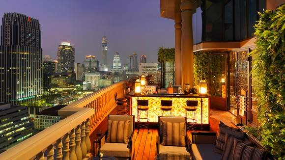VIP City Stay with Lounge Access & Nightly Free-Flow Drinks