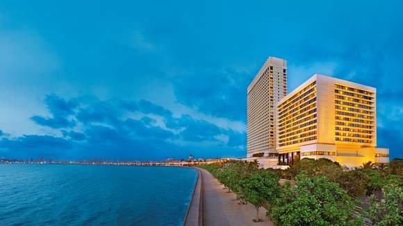 Opulent Oberoi Mumbai Stay with Romantic All-Inclusive Kerala Backwaters Cruise