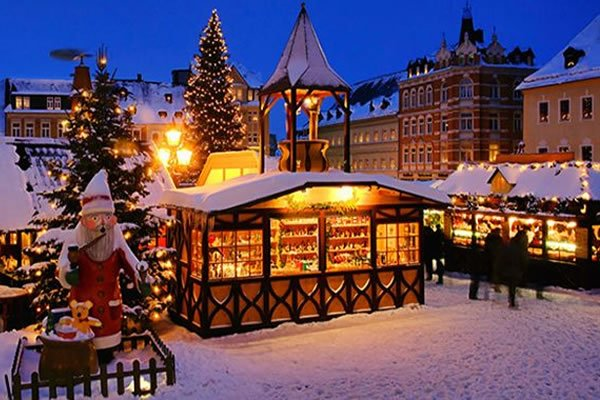 Budapest: 4* Christmas Market Break with Breakfast, FREE Bus Tour & River Cruise, Budapest