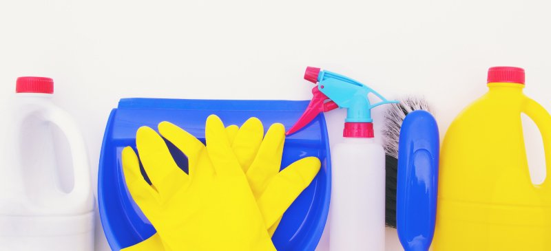 Dangers of Bleach + NEVER Mix Bleach with These 3 Cleaning Ingredients