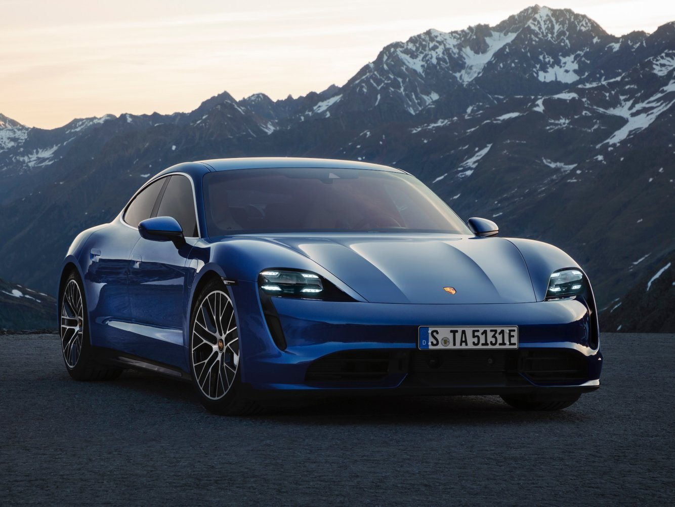 In the battle of the Tesla Model S and the Porsche Taycan, it's really no contest