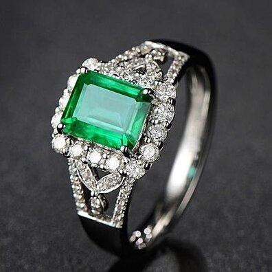 Temperament set zircon rectangular emerald color gem ring